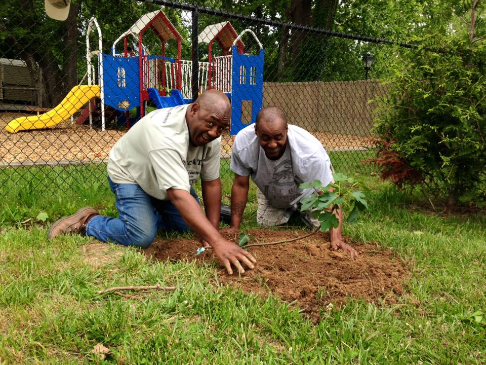 Southside Garden Volunteers at an edible tree/shrub planting day